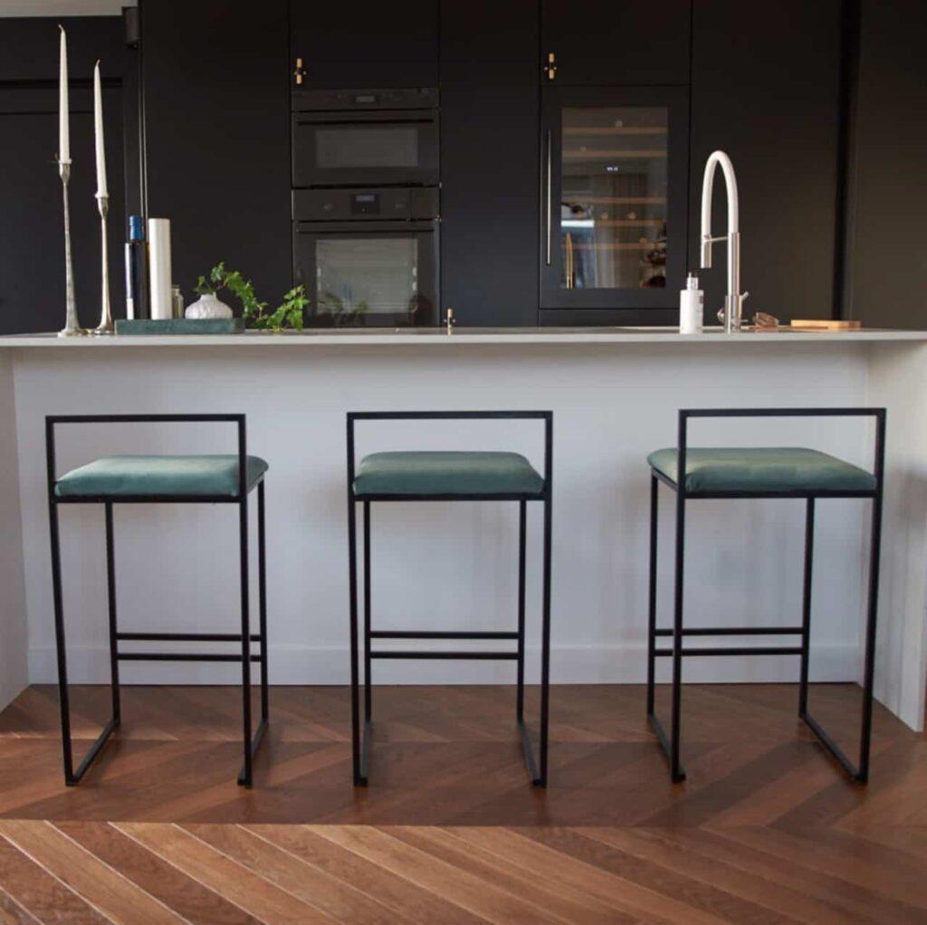 Freja barstol - chaise de bar - barstuhl - bar chair - tabouret - olive green sammet - velvet - fløyel - velours - velvet