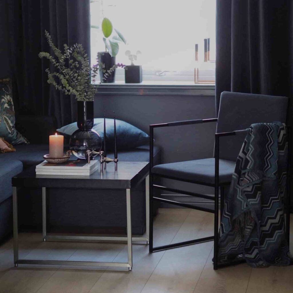Sella matstol - chair - chaise - stuhl - midnight blue sammet - velvet - fløyel - velours - velvet