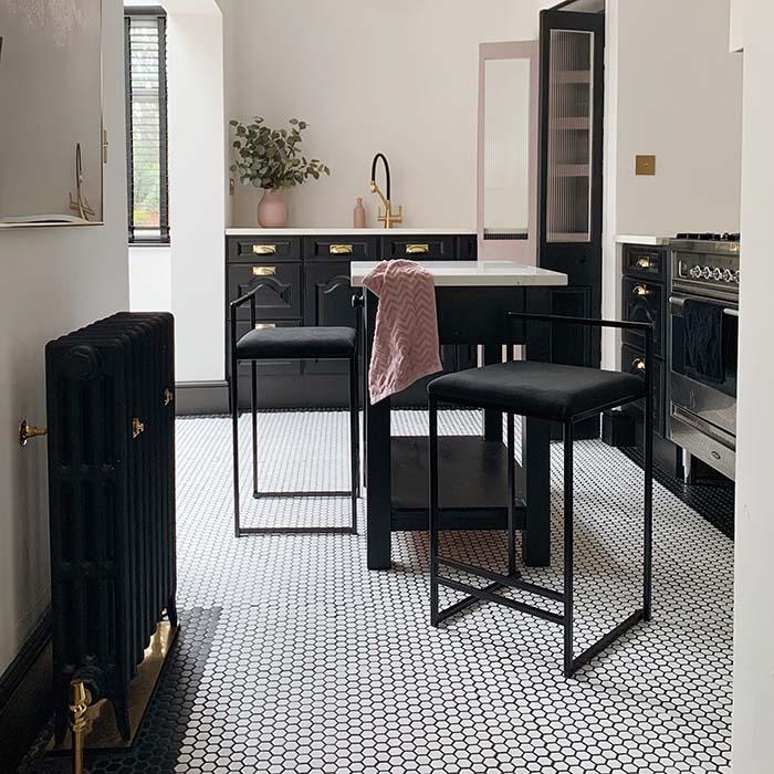Freja bar chair - barstol - barstuhl - chaise de bar - tabouret - Jade black sammet fløyel velvet velours samt