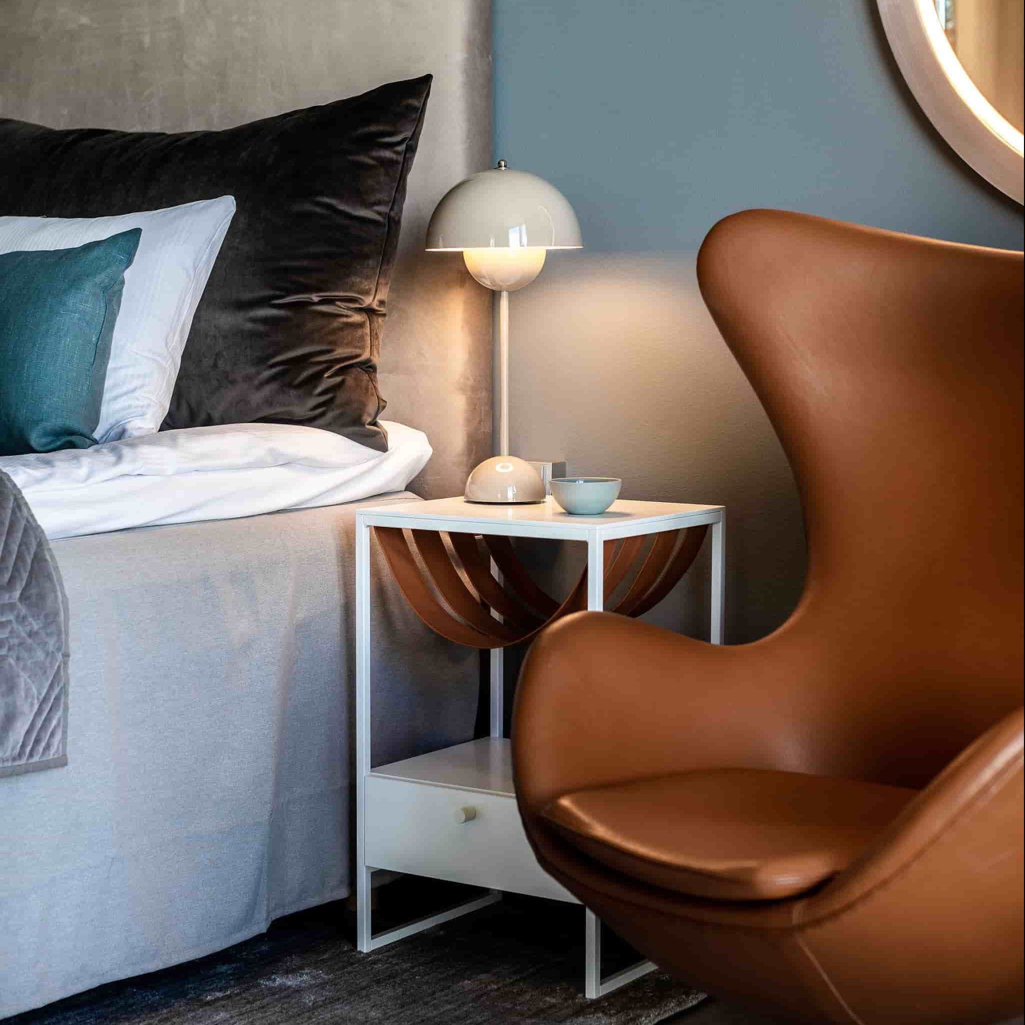 Iris bed table - cognac leather